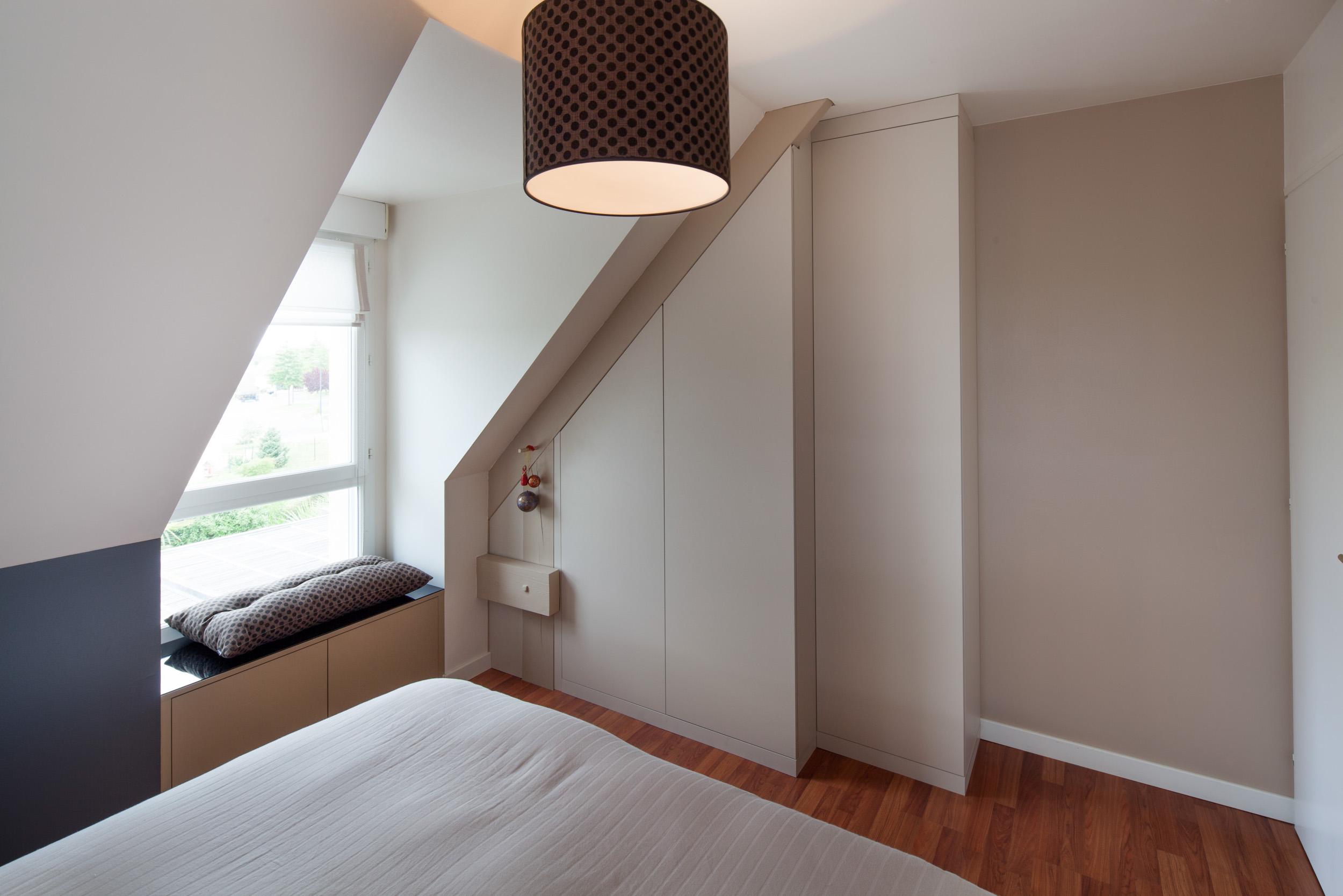 placards nous vous conseillons de choisir le sur mesure. Black Bedroom Furniture Sets. Home Design Ideas